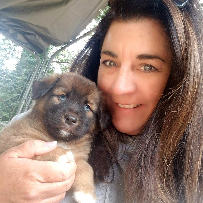 Laura Sur with her puppy